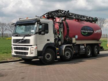 VolvoFM 13.420 vacuum tank