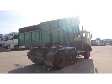IvecoMagirus 260 - 25 (V8 / GRAND PONT / POMPE MANUELLE)
