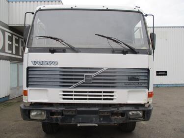 VolvoFL10 , manual , 6x6 , airco , spring suspension
