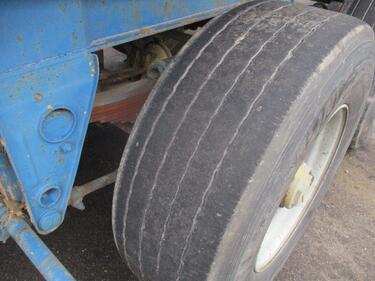 FruehaufED 32 , 4 Tyres , Drum brakes, Spring suspension , Steel tipper trailer